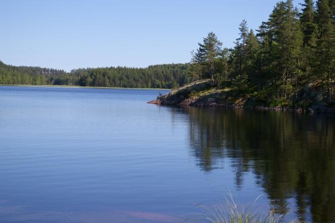 Finlandia es el país de la música suave del agua cuando agaricia las piedras de los frios lagos.
