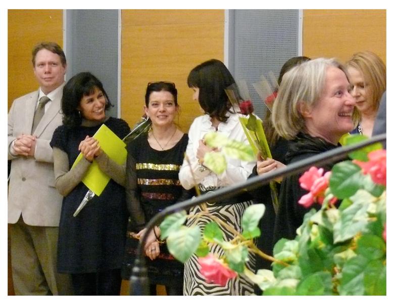 19_mopastut-taputus-ja-ruusut-iloiset-naiset