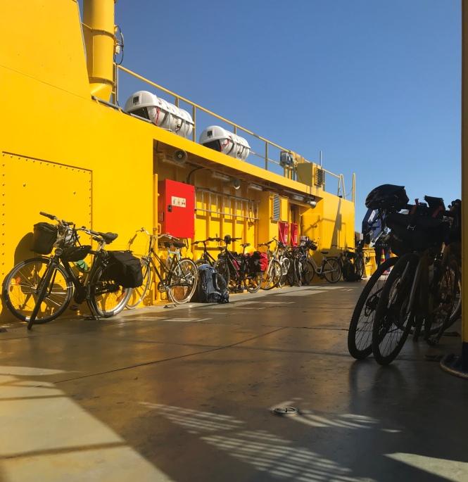 Yhteysalus, jolla polkupyöräilijät ja jalkankukijat voivat kulkea Hakkenpäästä Velkuaan.